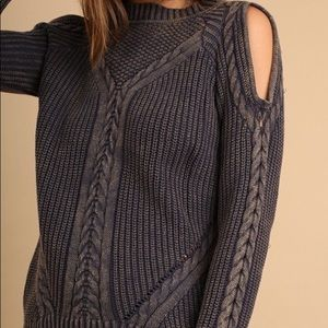 Sweaters - Cold Shoulder cozy sweater🥰